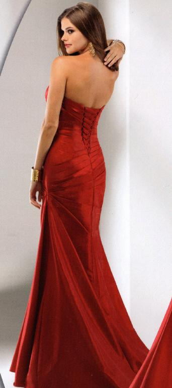 21e18e30a7 Figure hugging super flattering dress in really red taffeta features a  corset back. This classic style is easy to accessorize with your own BLING!  size 10 ...