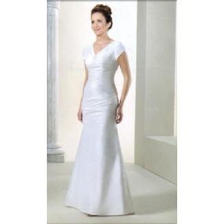 12b64224e04 Lorna s Clearance - Venus Bridal Modest Wedding Gown White Size 6